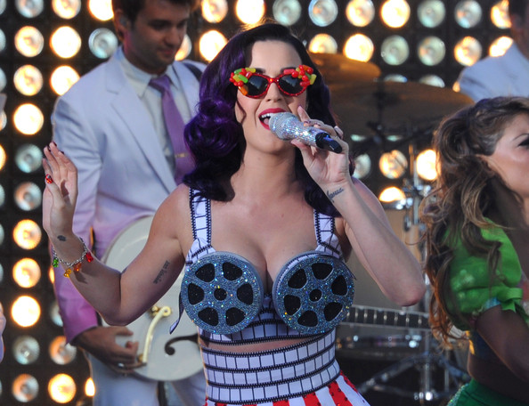 Katy Perry Oval Sunglasses [katy perry: part of me,eyewear,event,performance,music,sunglasses,polka dot,song,glasses,singing,music artist,katy perry,paramount insurge,performance,chinese theatre,california,hollywood,paramount,insurge,premiere]