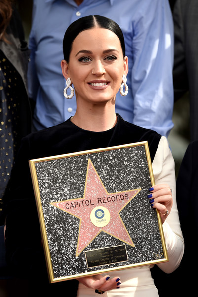Katy Perry Dark Nail Polish [capitol records,the hollywood chamber of commerce with a ``star of recognition,hollywood chamber of commerce,star of recognition,capitol records tower,los angeles,california,katy perry]