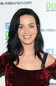 Katy's raven waves had a natural touch to them — a look we're not used to seeing on the wild pop star!