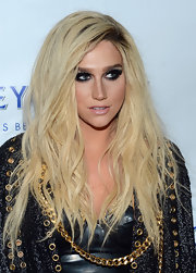 Kesha's textured waves added to the grunge tousled look she rocked on the red carpet.