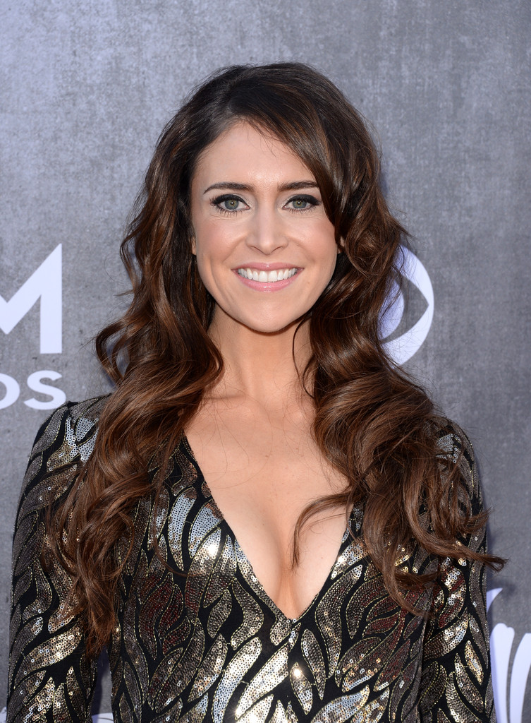 Kelleigh Bannen Long Wavy Cut Long Hairstyles Lookbook