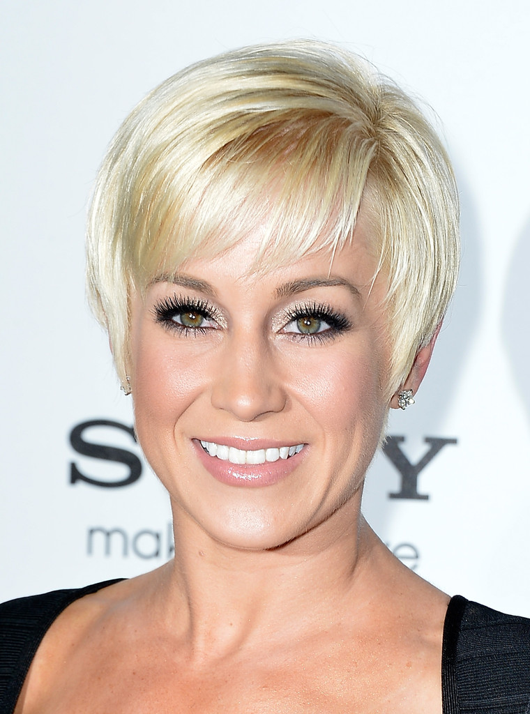 Kellie Pickler S Grown Out Pixie Looked Super Chic And Flirty On The Singer