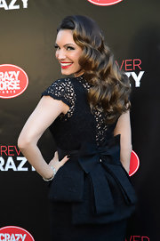 Sweeping retro waves were the perfect complement to Kelly's elegant ensemble.