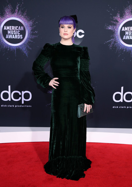 Kelly Osbourne Envelope Clutch [carpet,red carpet,clothing,dress,flooring,premiere,fashion,event,formal wear,haute couture,arrivals,kelly osbourne,american music awards,microsoft theater,los angeles,california]