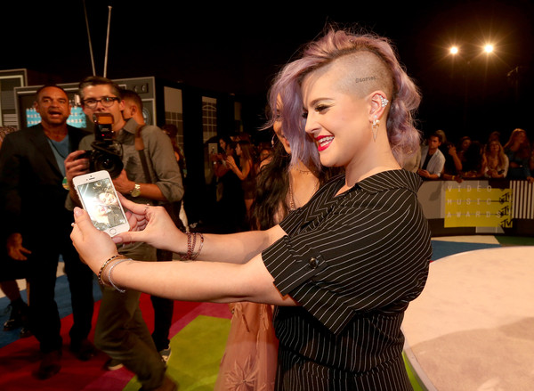 Kelly Osbourne Ear Cuff [red carpet,flooring,fashion,event,red carpet,carpet,fun,premiere,dress,performance,night,kelly osbourne,mtv video music awards,los angeles,california,microsoft theater]