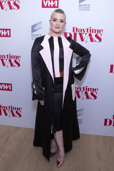 Kelly Osbourne Evening Pumps [clothing,suit,formal wear,carpet,red carpet,tuxedo,flooring,outerwear,premiere,event,whitby hotel,new york city,vh1 daytime divas premiere,event,vh1 daytime divas premiere event,kelly osbourne]