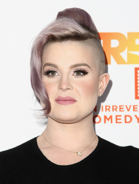 Kelly Osbourne Mohawk [trevor project,red carpet,hair,face,hairstyle,eyebrow,chin,lip,forehead,blond,beauty,head,kelly osbourne,trevorlive,2016 trevorlive la,la,beverly hills,california,the beverly hilton hotel]