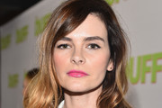 Kelly Oxford Long Wavy Cut