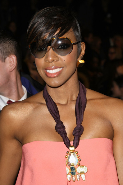 Kelly Rowland Gold Studs [hair,eyewear,hairstyle,fashion,muscle,glasses,chest,fashion model,event,neck,kelly rowland,front row,lincoln center,new york city,the theatre,bcbgmaxazria,mercedes-benz fashion week,fashion show]