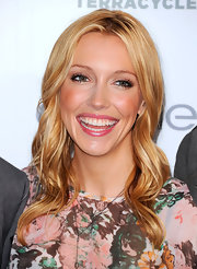 Katie Cassidy parted her soft curls down the center at the launch of Garnier Cleaner Greener Tour.