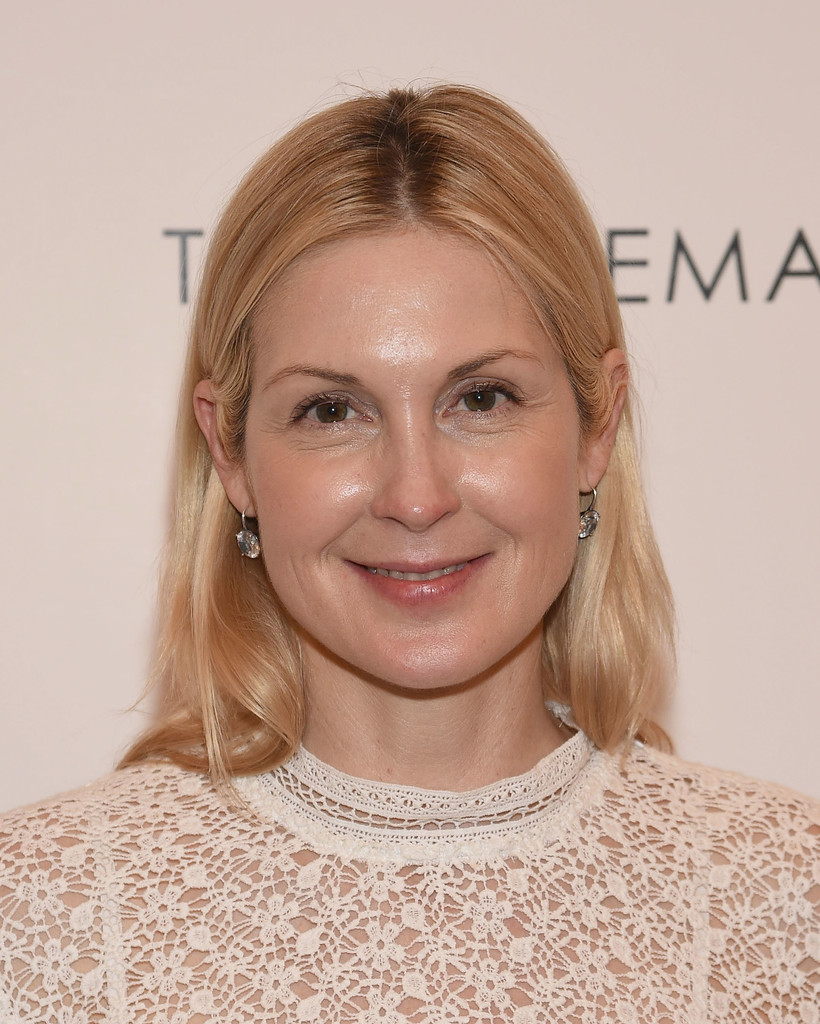 Kelly Rutherford Looks Stylebistro