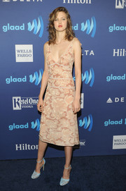 Lindsey Wixson looked very feminine at the GLAAD Media Awards in a low-cut blush-colored print dress.