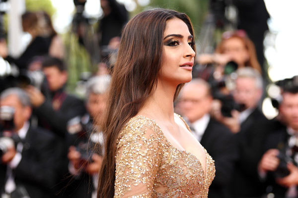 More Pics of Sonam Kapoor Satin Clutch (4 of 9) - Clutches Lookbook - StyleBistro [the killing of a sacred deer,hair,hairstyle,shoulder,fashion,beauty,red carpet,long hair,skin,dress,lady,sonam kapoor,screening,cannes,france,red carpet arrivals,cannes film festival,palais des festivals]