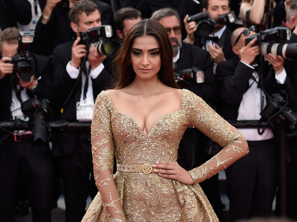 More Pics of Sonam Kapoor Satin Clutch (5 of 9) - Clutches Lookbook - StyleBistro [the killing of a sacred deer,hair,dress,red carpet,fashion model,hairstyle,premiere,carpet,fashion,flooring,haute couture,sonam kapoor,screening,cannes,france,red carpet arrivals,cannes film festival,palais des festivals]