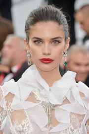 Sara Sampaio finished off her look with a red-hot pout.