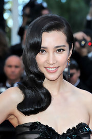Li Bingbing wore her shiny hair in sleek cascading waves while at the 'Killing Them Softly' premiere.