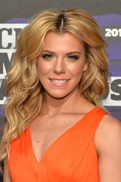 Kimberly Perry Long Wavy Cut