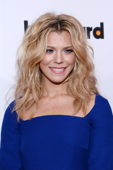 Kimberly Perry Medium Wavy Cut