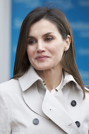 Queen Letizia of Spain wore her hair down to her shoulders in a straight style while visiting King Juan Carlos at the hospital.
