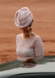 Queen Mathilde of Belgium sported an elegant pink fascinator to match her lace dress for a ceremonial reception at the Indian Presidential Palace in New Delhi.