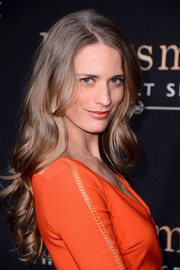 Julie Henderson wore her hair super long with curly ends at the 'Kingsman: The Secret Service' premiere.