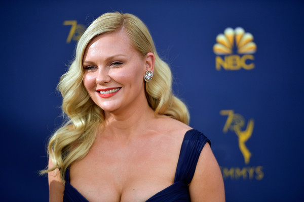 Kirsten Dunst Retro Hairstyle [hair,blond,face,facial expression,hairstyle,beauty,smile,chin,electric blue,lip,arrivals,kirsten dunst,emmy awards,70th emmy awards,microsoft theater,los angeles,california]