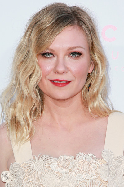 Kirsten Dunst Medium Wavy Cut [the beguiled,hair,face,blond,hairstyle,eyebrow,lip,beauty,shoulder,chin,long hair,arrivals,kirsten dunst,los angeles,california,focus features,directors guild of america,premiere,premiere]