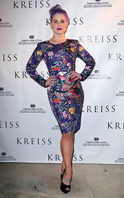Kelly Osbourne attended the Kreiss 75th anniversary celebration wearing a simple pair of black peep toe platform pumps.