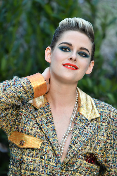 Kristen Stewart Pompadour [haute couture spring summer,chanel haute couture spring summer 2019,hair,face,lip,lady,beauty,hairstyle,fashion,skin,yellow,chin,kristen stewart,front row,part,paris,france,chanel,paris fashion week,show]