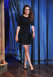 Kristen looked sexy on the set of 'Jimmy Fallon' wearing this black flared dress with elbow-length sleeves.