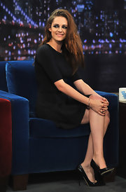 "Kristen Stewart looked like a classic beauty on the ""Late Night with Jimmy Fallon"" show in a pair of sleek leather heels."