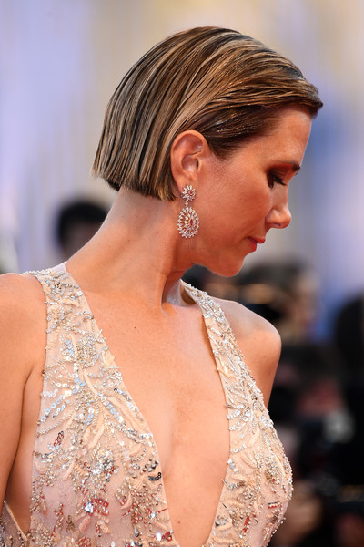 Kristen Wiig Dangling Diamond Earrings [hair,fashion model,beauty,jewellery,human hair color,hairstyle,fashion,shoulder,model,chin,kristen wiig,sala grande,red carpet,venice,italy,premiere,venice film festival,opening ceremony,screening]