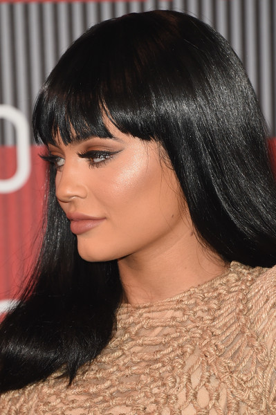 Kylie Jenner Cat Eyes [hair,face,hairstyle,black hair,eyebrow,chin,bangs,lip,forehead,beauty,arrivals,kylie jenner,mtv video music awards,microsoft theater,los angeles,california]