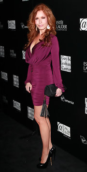Tracey paired her fitted dress with black leather pumps.