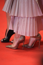 Marion Cotillard sparkled in glittery gold Christian Louboutin pumps at the premiere of 'L'Homme Qu'On Aimait Trop' during the 67th Annual Cannes Film festival.
