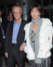 Sophie Marceau's solid gray scarf was a basic way to bundle.