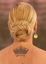 Simona Ventura's chignon looked downright elegant.