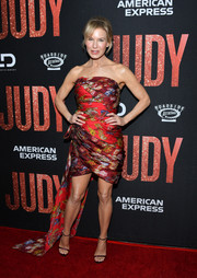Renee Zellweger teamed her frock with burgundy Stuart Weitzman sandals.
