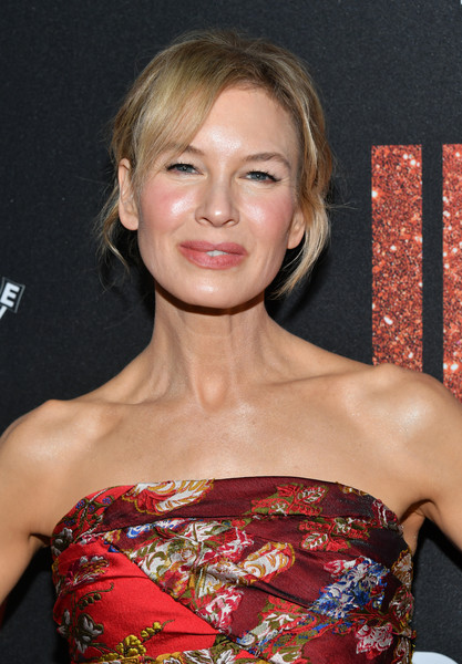 Renee Zellweger sported a messy updo at the LA premiere of 'Judy.'