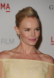Kate Bosworth finished off her look with a classy pair of diamond drop earrings.