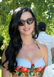 Katy Perry showed off her lovely raven locks with long and natural-looking waves.