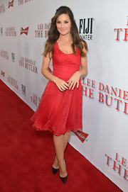 Minka simply stunned in a flouncy skirt red dress at the LA premiere of 'The Butler.'