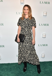 Dianna Agron paired her frock with an embossed leather clutch by Fendi.