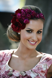 Laura Dundovic was literally blooming at the Golden Slipper Racing Carnival with this floral headband and rose-print dress combo.