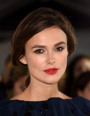 Keira Knightley looked effortlessly beautiful wearing this loose ponytail.