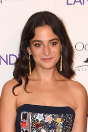 Jenny Slate wore a pair of gold tassel earrings for a more glamorous finish.