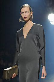 Karlie Kloss modeled this gray dress and nude leather clutch combo at the Lanvin fashion show.