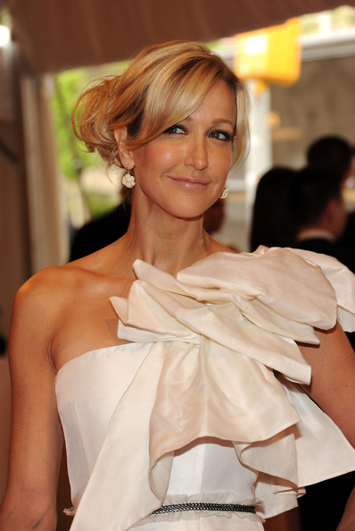 Lara Spencer Chignon