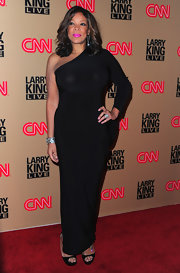 Wendy Williams showed off her elegant side at the Larry King Live broadcast in a curve hugging evening gown.