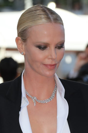 Charlize Theron accessorized with a stunning diamond collar necklace by Cartier.